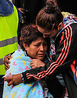 Una mujer de nombre Roberta Villegas Miguel (i) ,llora por su hijo Paulino Estrada Villegas de 37 años el cual se encuentra entre los escombros del edificio de la colonia Álvaro Obregón #286, esperan noticas del rescate durante esta mañana 22 sep 2017 en #CiudadDeMexico #terremoto Foto: Luis Gutierrez/NortePhoto.com<br /> •••• #sismo #terremoto #terremotoMexico #mexico #nortephoto #photojurnalism