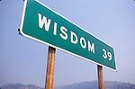 Highway distance sign: Wisdom (Mont.), 39 miles
