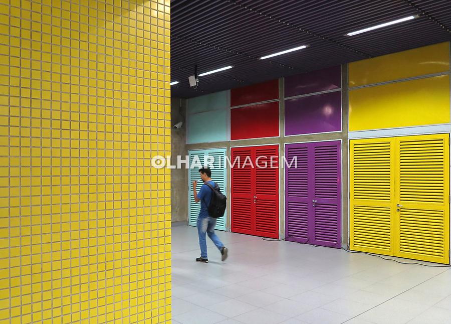 Estação do metro Fradique Coutinho, São Paulo. Brasil. 2017. Foto de Juca Martins.