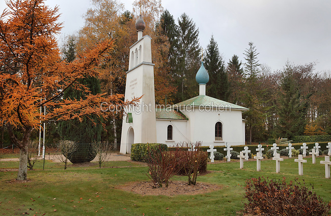 Orthodox Chapel, designed by Albert Benois and built 1936-37, and Russian cemetery, Saint-Hilaire-le-Grand, Marne, Champagne-Ardenne, France. The site honours the 6,100 Russian soldiers killed on French battlefields, in memory of the Franco-Russian military alliance celebrated at the visit of Czar Nicholas II to Champagne in 1896 and 1901. The chapel was built with funds from the Association du Souvenir du Corps Expeditionnaire Russe. 1,000 Russian soldiers from 2 brigades who fought on the French front in 1916-18 are buried in the adjoining cemetery. The site is listed as a historic monument. Picture by Manuel Cohen
