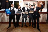 """SAO PAULO, SP, 28.10.2013. CAMPEONATO VIVE LA REVOLUTION - VODKA GREY GOOSE. o novo embaixador da vodca francesa GREY GOOSE no Brasil, o mixologista mineiro Tony Harion premia os quatros primeiros colocados  durante a seletiva regional do campeonato de coquetelaria """"Vive la Revolucion"""" promovido pela marca de vodka francesa Grey Goose. Gisele foi o terceira colocada da etapa São Paulo entre vinte e dois candidatos. O tema deste ano foi """"Revolução dos Sabores"""". Os candidatos deveriam criar um ingrediente artesanal para compor seu drink. (Foto: Adriana Spaca/ Brazil Photo Press)"""