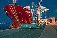 Navio cargueiro no Porto de Itajai. Santa Catarina. 2012. Foto de Sergio Amaral.