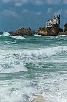 France, Aquitaine, Pyrénées-Atlantiques, Pays Basque, Biarritz: Plage de la Côte des Basques , la Villa Belza   et le Rocher de la Vierge //  France, Pyrenees Atlantiques, Basque Country, BIarritz : the Côte des Basques beach, Villa Belza and the Rock of the Virgin Mary