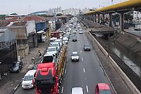 SAO PAULO, SP, 28.09.2013 - TRANSITO SAO PAULO - Transito na Av Das Juntas Provisórias no bairro do Ipiranga regiao sul da cidade de Sao Paulo (Foto: Carlos Pessuto/Brazil Photo Press).