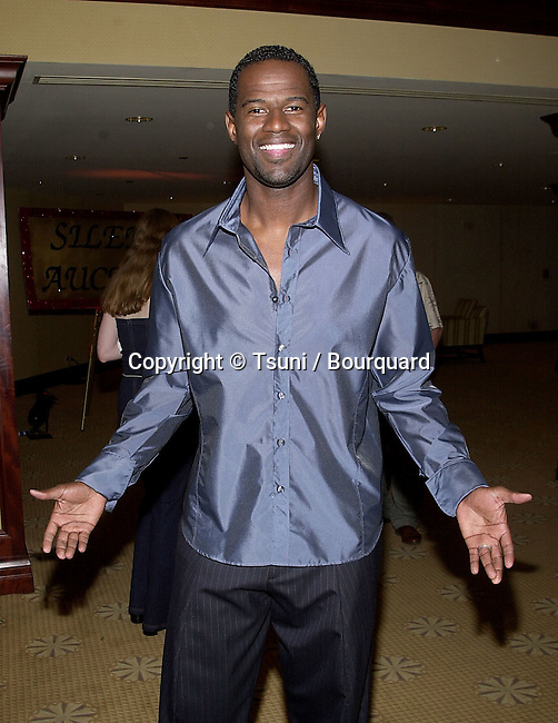 """Brian McKnight arriving at The 8th Annual Rock n' Soul to Erase """" MS """"  at the Century Plaza in Los Angeles  5/18/2001  © Tsuni          -            McKnightBrian03.jpg"""