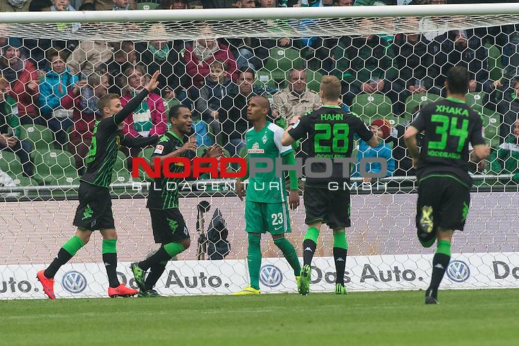 16.05.2015, Weser Stadion, Bremen, GER, 1.FBL. Werder Bremen vs Borussia Moenchengladbach, im Bild<br /> <br /> 0 zu 2 durch Raffael (Borussia M&ouml;nchengladbach) <br /> jubel Amin Younes (Borussia M&ouml;nchengladbach)<br /> Joel Mero (Borussia M&ouml;nchengladbach)<br /> Raffael (Borussia M&ouml;nchengladbach)<br /> entt&auml;uscht / entt&auml;uscht / traurig / Theodor Gebre Selassie (Bremen #23) <br /> <br /> Foto &copy; nordphoto / Kokenge