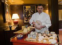 """Europe/France/Auvergne/63/Puy de Dome/Clermont-Ferrand:  Emmanuel Hodencq  daans son Restaurant  """"Emmanuel Hodencq"""""""