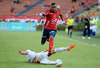 MEDELLÍN - COLOMBIA, 23-09-2017: Yairo Moreno (Der) jugador del Medellín disputa el balón con Agustin Vuletich (Izq) de Rionegro durante el partido entre Independiente Medellín y Rionegro Águilas por la fecha 13 de la Liga Águila II 2017 jugado en el estadio Atanasio Girardot de la ciudad de Medellín. / Yairo Moreno (R) player of Medellin vies for the ball with Agustin Vuletich (L) player of Rionegro during match between Independiente Medellin and Rionegro Aguilas for the date 13 of the Aguila League II 2017 played at Atanasio Girardot stadium in Medellin city. Photo: VizzorImage/ León Monsalve / Cont