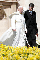 Papa Francesco lascia il sagrato al termine dell'udienza generale del mercoledi' in Piazza San Pietro, Citta' del Vaticano, 30 marzo 2016.<br /> Pope Francis leaves at the end of his weekly general audience in St. Peter's Square at the Vatican, 30 March 2016.<br /> UPDATE IMAGES PRESS/Isabella Bonotto<br /> <br /> STRICTLY ONLY FOR EDITORIAL USE<br /> *** ITALY AND GERMANY OUT ***