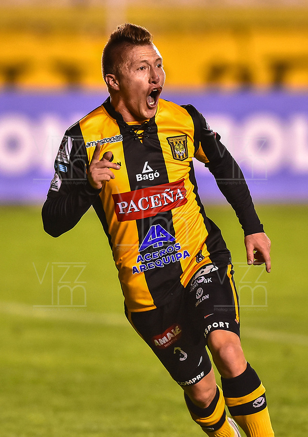 LA PAZ - BOLIVIA - 09 - 03 - 2017: Alejandro Chumacero, jugador de The Strongest, celebra el gol anotado a Independiente Santa Fe de Colombia, durante partido entre The Strongest de Bolivia y el Independiente Santa Fe de Colombia, por la fase de grupos del grupo 2 de la fecha 1 por la Copa Conmebol Libertadores Bridgestone en el estadio Hernando Siles Suazo, de la ciudad de La Paz. / Alejandro Chumacero, player of The Strongest, celebrates a scored goal to Independiente Santa Fe of Colombia, during a match between The Strongest of Bolivia and Independiente Santa Fe of Colombia for the group stage, group 2 of the date 1 for the Conmebol Libertadores Bridgestone in the Hernando Siles Suazo Stadium in La Paz city. Photos: VizzorImage / Javier Mamani / APG / Cont.