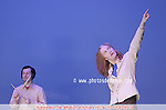 Photo : © laurent paillier..Une coproduction du Théâtre de la Ville (Paris, France), du Centre National de la Danse (Pantin, France), du Festival Danse Canada (Ottawa, Canada) et de la Compagnie De Brune. ..Direction artistique et chorégraphie : Lynda Gaudreau.Chorégraphie développée avec les danseurs : AnneBruce Falconer, Ken Roy.Batteur : Luc Paradis.Conception sonore : Alexandre St-Onge, Lynda Gaudreau.Extraits musicaux : Les Baxter, tirés de l'album Quiet Village (Martin Denny, 1959).Éclairage : Lucie Bazzo.Costume assistant : Marie-Éve Daniel..Lynda Gaudreau remercie les architectes Annie Lebel et Stéphane Pratte, qui ont participé au processus de création...Lynda Gaudreau remercie Martin Faucher et Catherine Tardif comme ?il extérieur ainsi que Paul Dumoulin et Nathalie Bujold pour leurs conseils artistiques...La Compagnie De Brune remercie le Centre National de la Danse (Pantin, France), le Centre de Création O Vertigo (Montréal, Canada) et Tangente (Montréal, Canada) pour leur accueil en résidence.