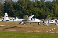 ASK 18: EUROPA, DEUTSCHLAND, HAMBURG 24.09.2005:Bundesjugendvergleichsfliegen 2005 in Hamburg Boberg, Segelflugzeug, ASK 18 bei der Ziellandung, Pilot Martin van der Mühlen