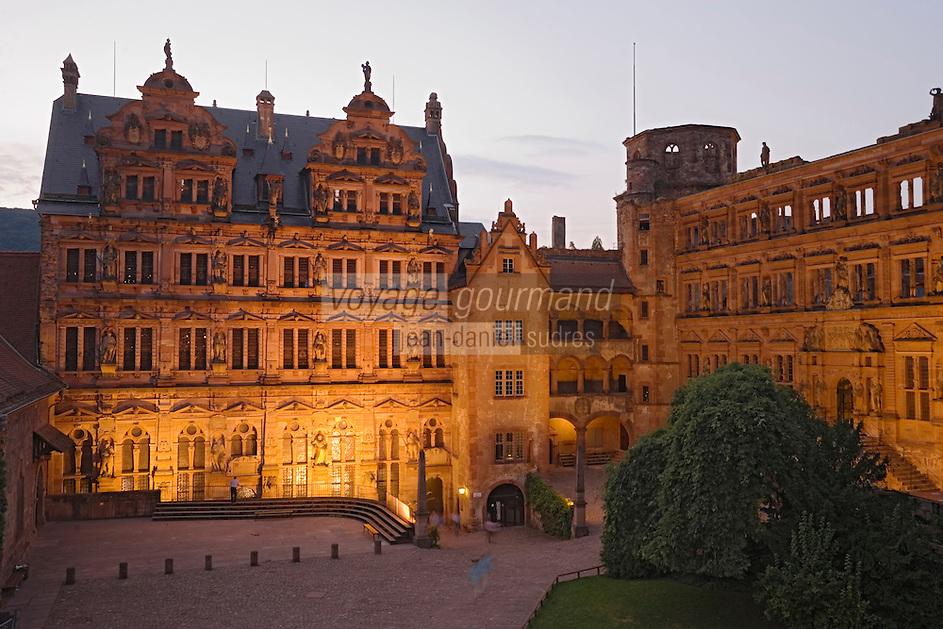 Europe/Allemagne/Bade-Würrtemberg/Heidelberg: Vue de nuit de la Façade du Château vue depuis le restaurant Schlossweinstube