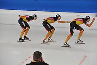 SCHAATSEN: BERLIJN: Sportforum, 07-12-2013, Essent ISU World Cup, Team Pursuit, Patrick Beckert, Robert Lehmann, Aleksej Baumgärtner (GER), ©foto Martin de Jong