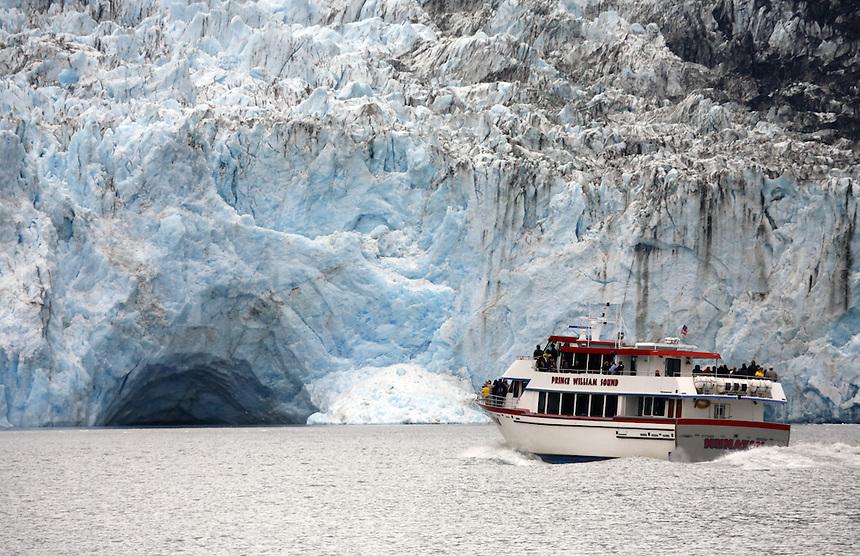 Tour boat at Surprise Glacier, Surprise Inlet, Harriman Fiord, Prince William Sound, Chugach National Forest, Alaska.