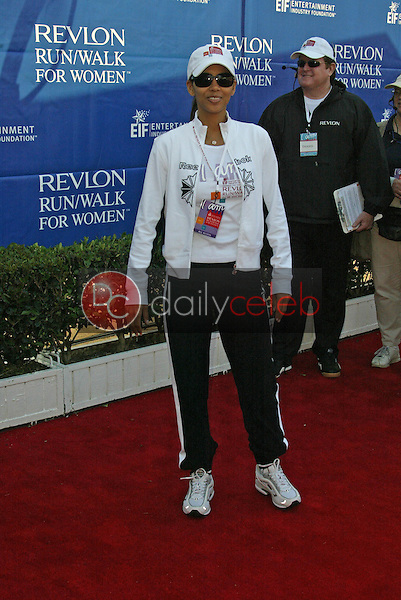 Halle Berry<br /> at the 12th Annual Revlon Run/Walk For Women Los Angeles, Los Angeles Memorial Coliseum, Los Angeles, CA, 05-07-05<br /> Jason Kirk/DailyCeleb.com 818-249-4998