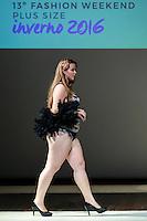 SÃO PAULO, SP, 06.03.2016 - FWPS-DAMA DE SEDA - Modelo durante desfile da grife Dama de Seda no Fashion Weekend Plus Size - Inverno 2016, no Teatro APCD no bairro de Santana na região norte de São Paulo, neste domingo, 06. (Foto: William Volcov/Brazil Photo Press)