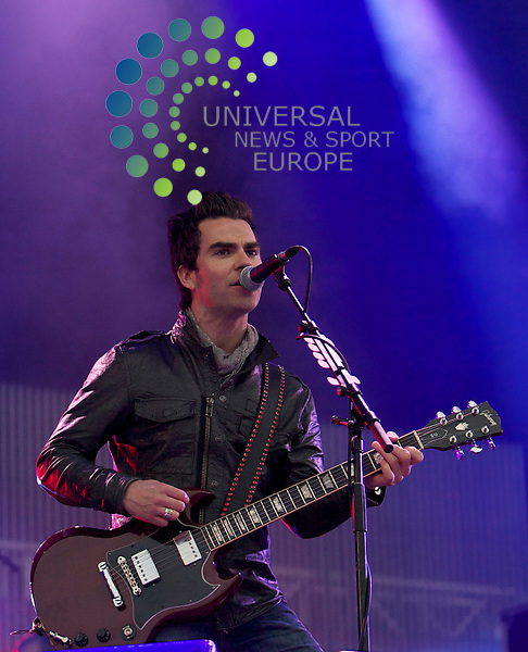 T in The Park 2010 Day Two.2010..10-07-10.Kelly Jones of The Stereophonics wow's the crowd on the Main Stage at T in The Park..At The Second Day of the T in the Park Music Festival, Balado...Picture, Mark Davison/Universal News and Sport.