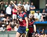 NIJMEGEN -  Gitte Michels (Huizen) scoort  tijdens  de tweede play-off wedstrijd dames, Nijmegen-Huizen (1-4), voor promotie naar de hoofdklasse.. Huizen promoveert naar de hoofdklasse. rechts Mandy Visser (Huizen)  COPYRIGHT KOEN SUYK