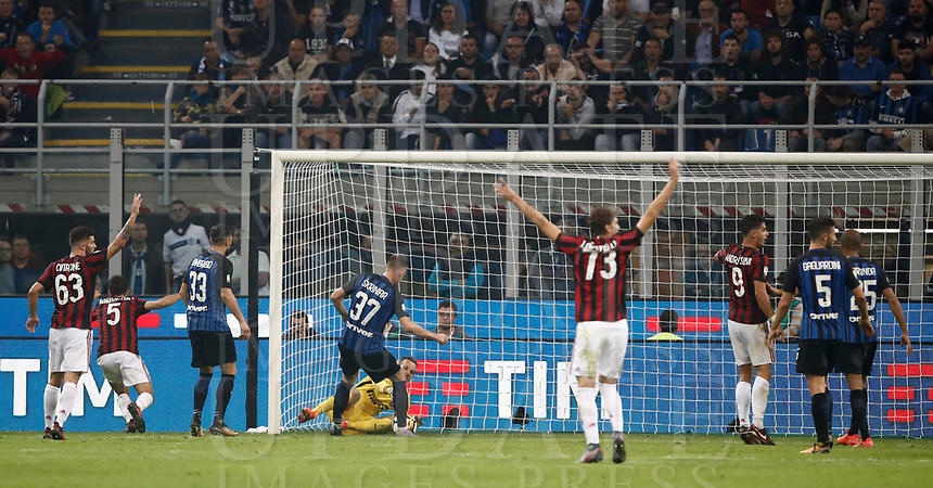 Calcio, Serie A: Milano, stadio Giuseppe Meazza, 15 ottobre 2017.<br /> Milan's Giacomo Bonaventura scores during the Italian Serie A football match between Inter and Milan at Giuseppe Meazza (San Siro) stadium, October15, 2017.<br /> UPDATE IMAGES PRESS/Isabella Bonotto