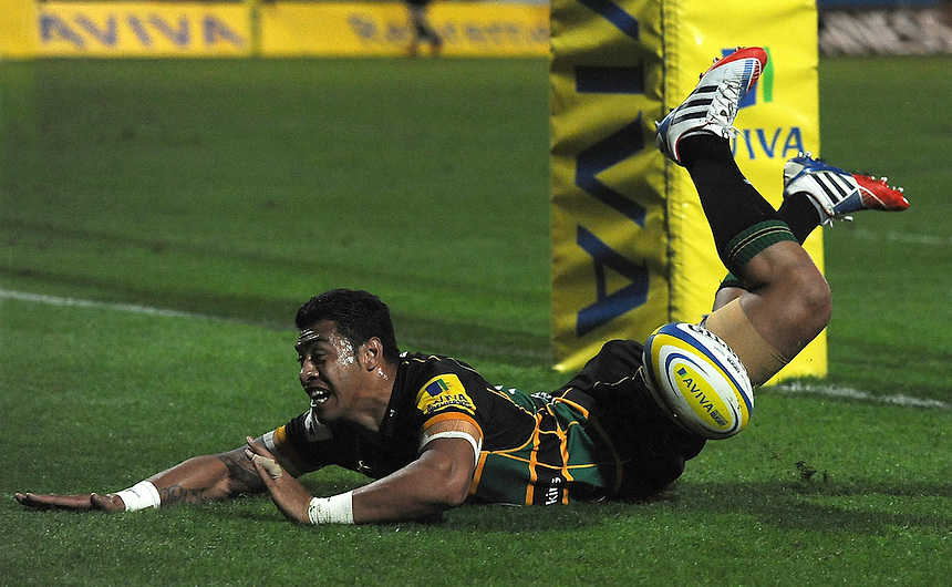 Northampton Saints' George Pisi scores his sides third try  <br /> <br /> Photo by Stephen White/CameraSport<br /> <br /> Rugby Union - Aviva Premiership - Northampton Saints v Sale Sharks - Friday 27th September 2013 - Franklin's Gardens - Northampton<br /> <br /> &copy; CameraSport - 43 Linden Ave. Countesthorpe. Leicester. England. LE8 5PG - Tel: +44 (0) 116 277 4147 - admin@camerasport.com - www.camerasport.com