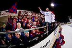 Bollnäs 2013-02-17 Bandy SM-kvartsfinal , Bollnäs GIF - Edsbyns IF :  .Edsbyn fans Red Farmers på Sävstaås IP läktare.(Byline: Foto: Kenta Jönsson) Nyckelord:  supporter fans publik supporters