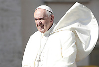 Un soffio di vento solleva la mantellina di Papa Francesco al suo arrivo all'udienza generale del mercoledi' in Piazza San Pietro, Citta' del Vaticano, 31 maggio, 2017.<br /> A gust of wind blows Pope Francis' mantle as he arrives at to lead his weekly general audience in St. Peter's Square at the Vatican, on May 31, 2017.<br /> UPDATE IMAGES PRESS/Isabella Bonotto<br /> STRICTLY ONLY FOR EDITORIAL USE