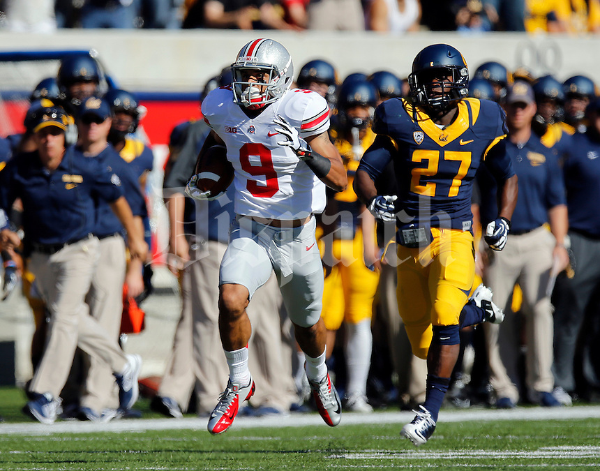 Ohio State Buckeyes wide receiver Devin Smith (9) runs up the California sideline ahead of California Golden Bears defensive back Damariay Drew (27) on his way to a 91-yard touchdown during first quarter of the NCAA football game at Memorial Stadium in Berkeley, California on Sept. 14, 2013. (Adam Cairns / The Columbus Dispatch)
