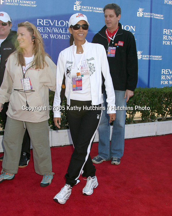 Halle Berry.Revlon Run/Walk for Women.Los Angeles,  CA.May 7, 2005.©2005 Kathy Hutchins / Hutchins Photoi