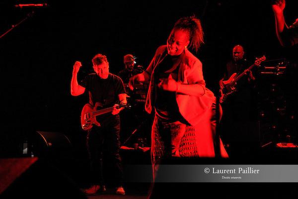JOHNNY CLEGG..FOCUS AFRIQUE DU SUD....Avec :..CLEGG Johnny..Lieu : Grande Halle de la Vilette..Ville : Paris..Le : 22 05 2010..© Laurent PAILLIER / photosdedanse.com..All rights reserved