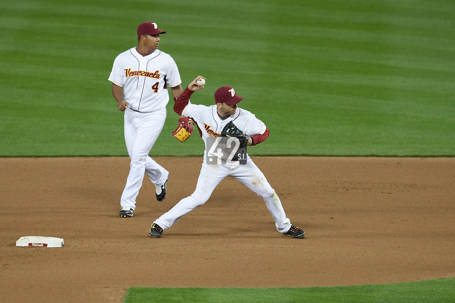 21 March 2009: #12 Marco Scutaro of Venezuela throws the ball to first base as #4 Jose Lopez watches during the 2009 World Baseball Classic semifinal game at Dodger Stadium in Los Angeles, California, USA. Korea wins 10-2 over Venezuela.