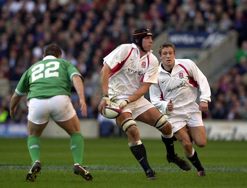 Photo. Richard Lane. .England v Ireland at Twickenham. Lloyds TSB Six Nations Championship..16-2-2002.Ben Kay gets in his pass.