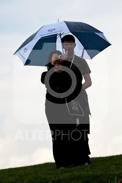 10.07.2011, Silverstone Circuit, Silverstone, GBR, F1, Großer Preis von Großbritannien, Silverstone, im Bild Feature, Silhouetten von Zuschauern unter einen Regenschirm // during the during the Formula One Championships 2011 British Grand Prix held at the Silverstone Circuit, Northamptonshire, United Kingdom, 2011-07-10, EXPA Pictures © 2011, PhotoCredit: EXPA/ J. Feichter