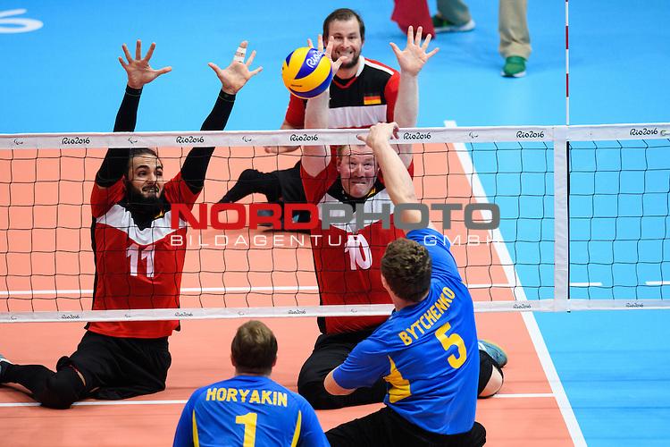 16.09.2016, Rio de Janeiro, Riocentro 6<br />Paralympische Spiele, Sitzvolleyball, Spiel Platz 5/6, Deutschland (GER) vs. Ukraine (UKR)<br /><br />Block / Doppelblock Barbaros Sayilir (#11 GER), Christoph Herzog (#10 GER) - Angriff Denys Bytchenko (#5 UKR)<br /><br />  Foto &copy; nordphoto / Kurth