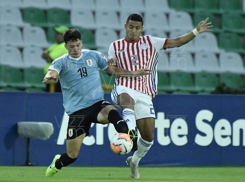 ARMENIA – COLOMBIA, 19-01-2020: Joaquin Piquerez de Uruguay disputa el balón con Rodi Ferreira de Paraguay durante partido entre Uruguay y Paraguay por la fecha 1, grupo B, del CONMEBOL Preolímpico Colombia 2020 jugado en el estadio Centenario de Armenia, Colombia. /  Joaquin Piquerez of Uruguay fights the ball with Rodi Ferreira of Paraguay during the match between Colombia and Paraguay for the date 1, group B, for the CONMEBOL Pre-Olympic Tournament Colombia 2020 played at Centenario stadium in Armenia, Colombia. Photos: VizzorImage / Gabriel Aponte / Staff