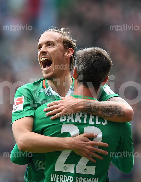 FUSSBALL     1. BUNDESLIGA      29. SPIELTAG    SAISON 2016/2017  SV Werder Bremen - Hertha BSC Berlin                          29.04.2017 Fin Bartels (re) und Max Kruse (li, beide SV Werder Bremen) jubelt nach dem Tor zum 2:0