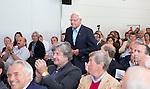 ROTTERDAM - Lid van verdienste , Ruud Verhagen ontvangt erepenning. Algemene Leden Vergadering van de KNHB (Koninklijke Nederlandse Hockey Bond). FOTO KOEN SUYK