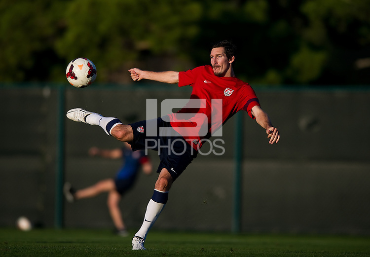 Kansas City, MO - Thursday, Oct 10, 2013: The USMNT practices before it's WC qualifying match with Jamaica.