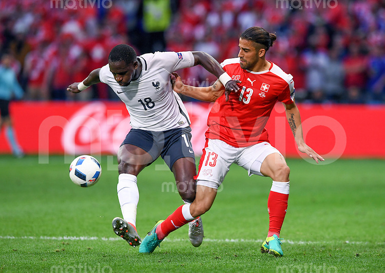 FUSSBALL EURO 2016 GRUPPE A IN LILLE Schweiz - Frankreich     19.06.2016 Moussa Sissoko (li, Frankreich) gegen Ricardo Rodriguez (re, Schweiz)