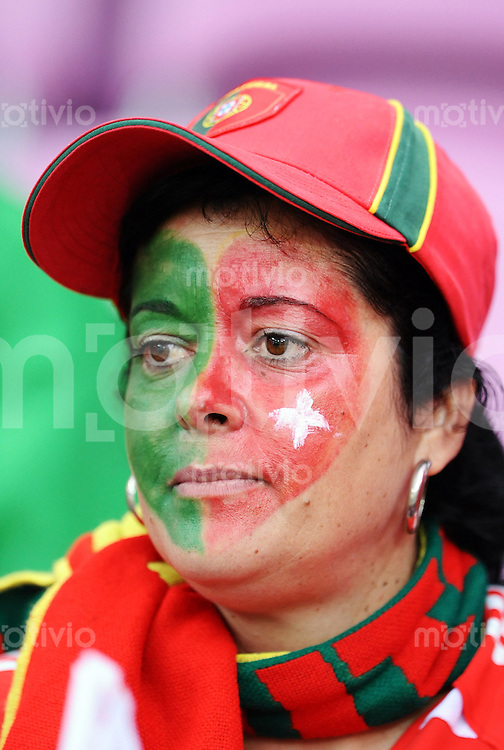 FUSSBALL EUROPAMEISTERSCHAFT 2008 Portugal - Tuerkei    07.06.2008 Portugal Fan mit bemaltem Gesicht
