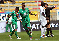 BOGOTA - COLOMBIA - 25-04-2015: Andy Pando  de La Equidad celebra su gol contra el Cucuta Deportivo  , durante partido  por la fecha 17 entre La Equidad y Cucuta Deportivo de la Liga Aguila I-2015, en el estadio Metropolitano de Techo  de la ciudad de Bogota. / Andy Pando player of  La Equidad celebrates his goal against   to Cucuta Deportivo  , during an  match of the 17 date between La Equidad and Cucuta Deportivo   for the Liga Aguila I -2015 at the Metropolitano de Techo  Stadium in Bogota city, Photo: VizzorImage / Felipe Caicedo / Staff.