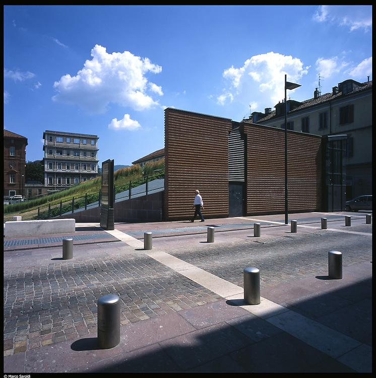 La nuova città di Torino, completata per le olimpiadi del 2006. Piazza Valdo Fusi.