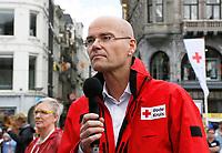 Nederland - Amsterdam - 2017.  Het Rode Kruis deed zaterdag 9 september een poging het wereldrecord grootste EHBO-les te verbreken. Het record is helaas niet gehaald. De directeur van het Rode Kruis Gijs de Vries.    Foto Berlinda van Dam / Hollandse Hoogte