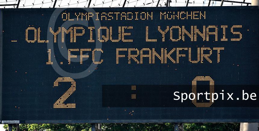 Uefa Women 's Champions League Final 2012 at Olympiastadion Munchen : Olympique Lyon -  FC Frankfurt : Lyon 2-0 Frankfurt scorebord .foto DAVID CATRY / JOKE VUYLSTEKE / Vrouwenteam.be