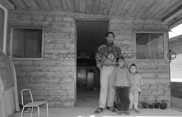 nomadi rom zingari Nomads forced to move from a refugee camp to another, Sassari, Italy.<br /> Una comunit&agrave; di nomadi costretti a spostarsi da un campo nomadi ad un altro, Sassari, Italia