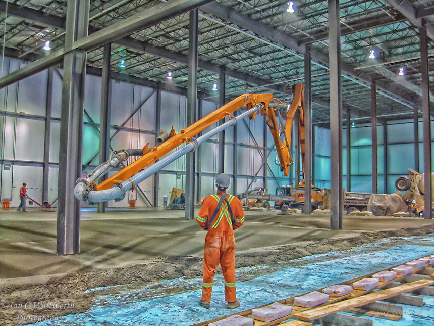 Warehouse construction floor slab pouring preparation.
