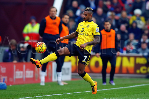 27.02.2016. Britannia Stadium, Stoke, England. Barclays Premier League. Stoke City versus Aston Villa. Leandro Bacuna of Aston Villa controls the ball. He scored Villas first goal