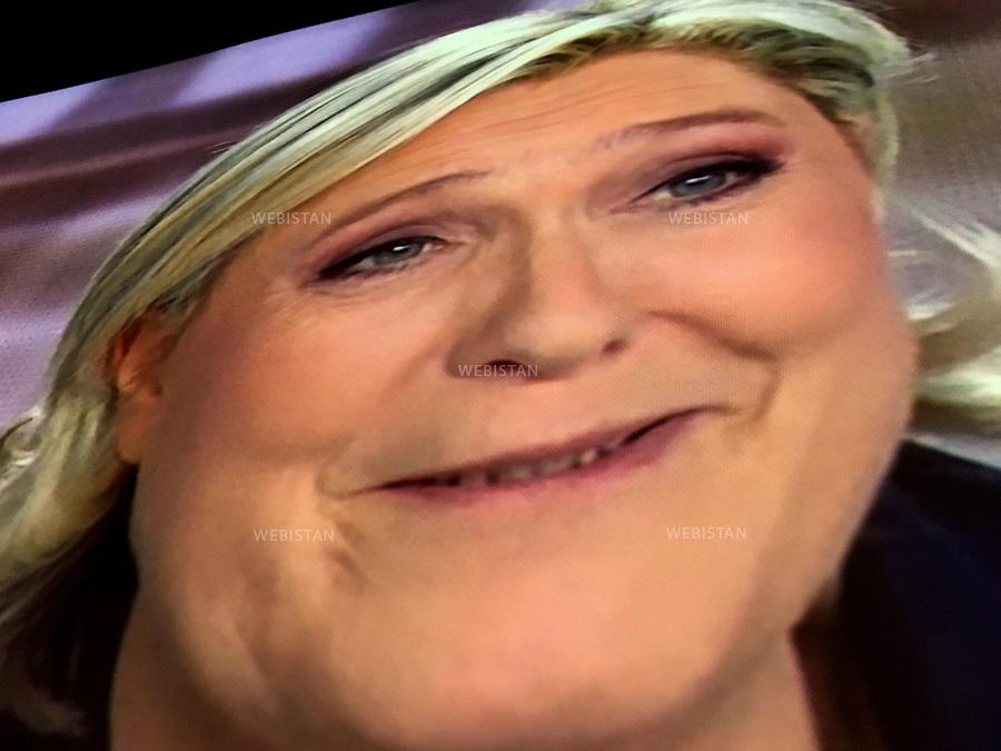 Gueules de campagne. Photocature par Reza. <br />Marine Le Pen. Parti fran&ccedil;ais: Front National.<br />France. Paris. 4 mai 2017. Second d&eacute;bat pour les &eacute;lections pr&eacute;sidentielles fran&ccedil;aises avec les 2 candidats sur les cha&icirc;nes de t&eacute;l&eacute;vision TF1 et France 2.<br /><br />&quot;President candidates' portraits gallery&quot;, photographic caricature by Reza.<br />Marine Le Pen. Leader of France's far right National Front party<br />France. Paris. 4 May 2017. Second debate for the french presidential elections with the 2 candidates on the TF1 and France 2 television channels.