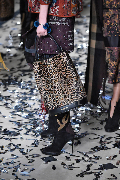 Burberry<br /> London RTW Fall Winter 2015 February 2015