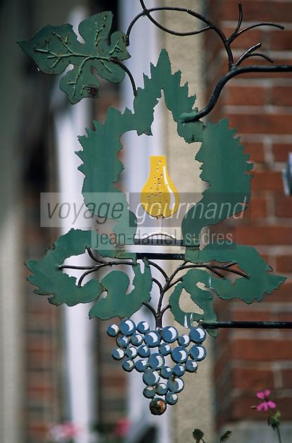 Europe/France/Champagne-Ardenne/51/Marne/Hautviliers: Détail enseigne d'un vigneron - Champagne de la vallée de la Marne